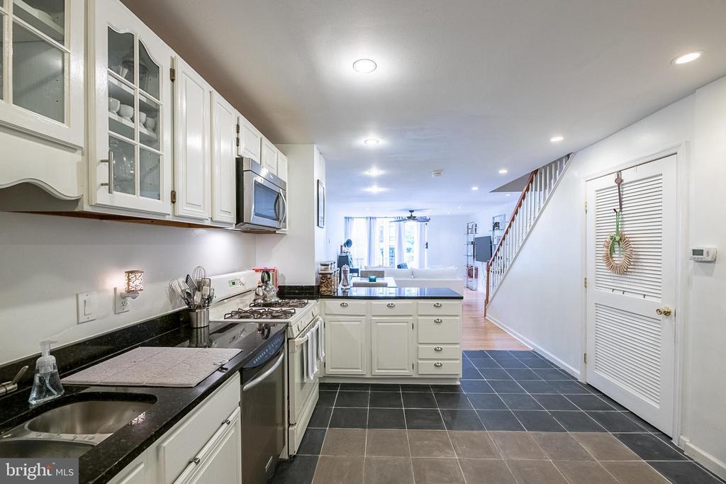Kitchen - 1604 WASHINGTON PLZ, RESTON