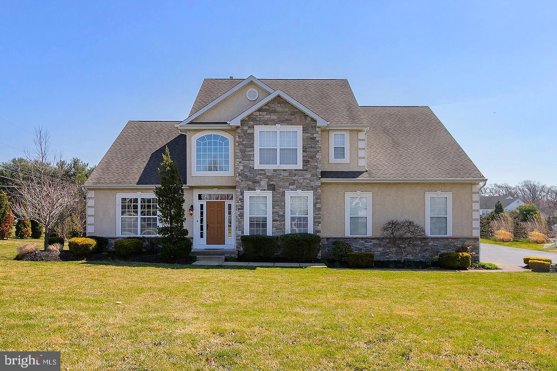 Maison unifamiliale pour l Vente à 2 BLUE SPRUCE Lane Woolwich Township, New Jersey 08085 États-Unis