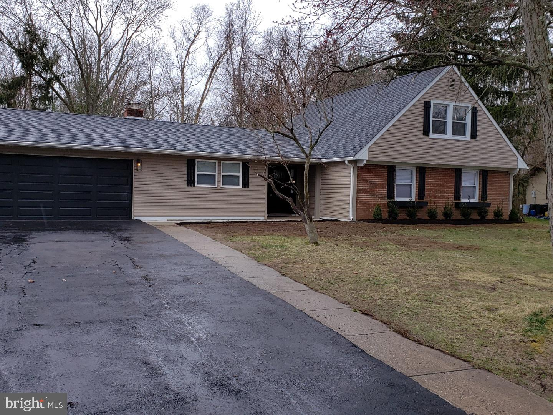 Частный односемейный дом для того Продажа на 151 CLUB HOUSE Drive Willingboro Township, Нью-Джерси 08046 Соединенные Штаты