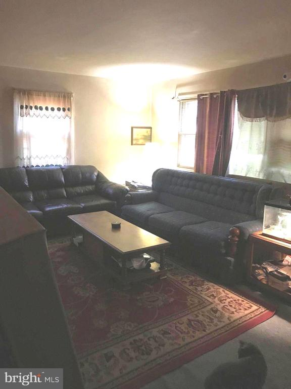 Living room - 5008 KENESAW ST, COLLEGE PARK