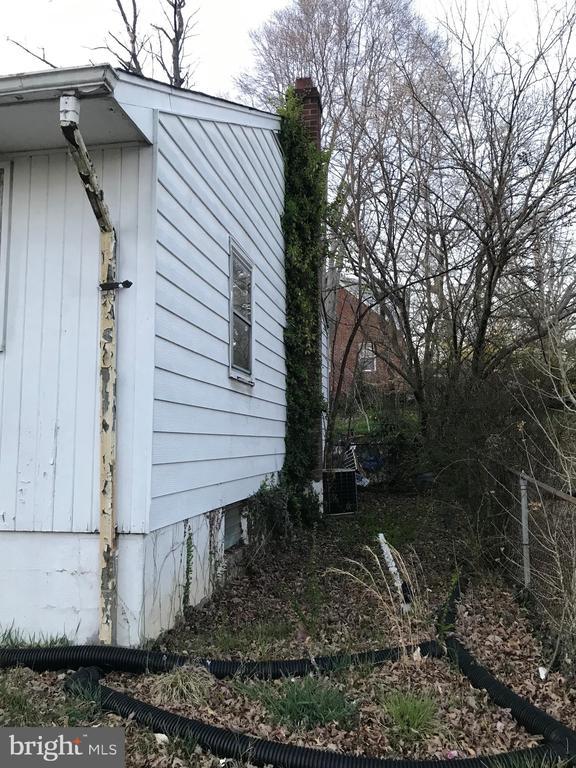 Side yard - 5008 KENESAW ST, COLLEGE PARK