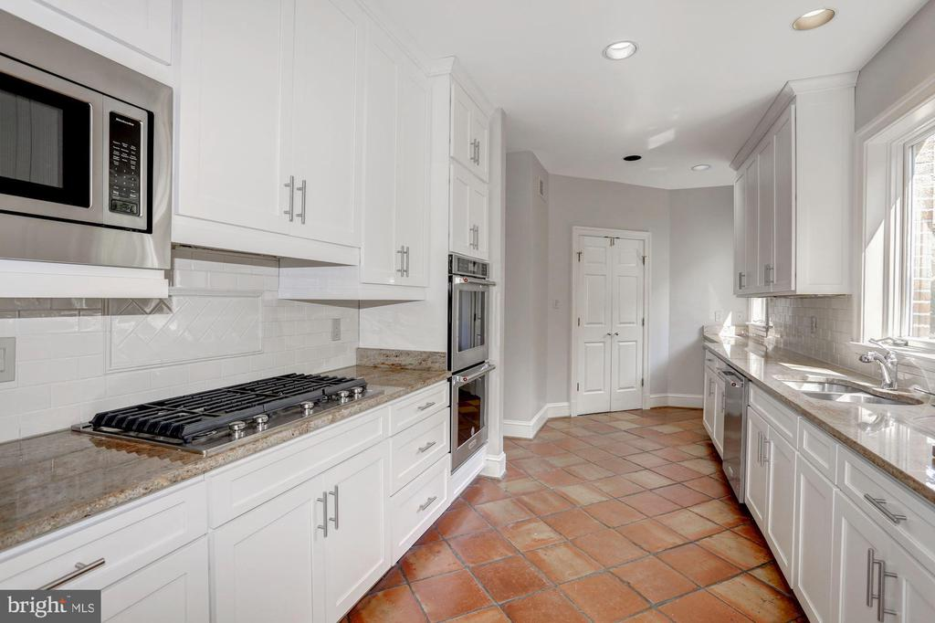 Kitchen - 2351 N LINCOLN ST, ARLINGTON