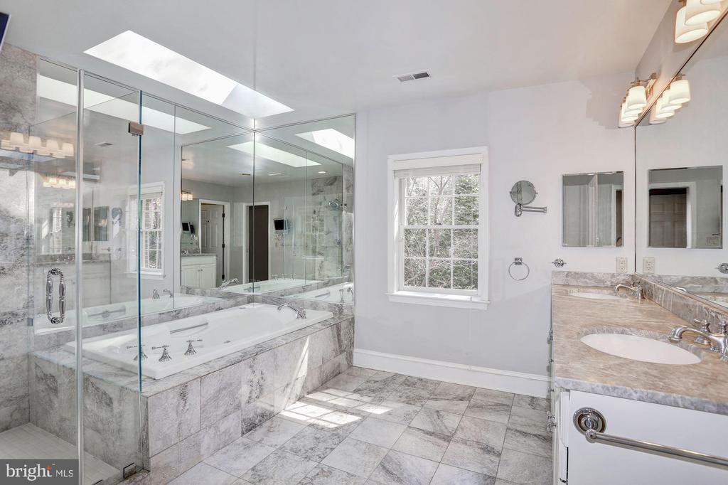 Master Bath - 2351 N LINCOLN ST, ARLINGTON