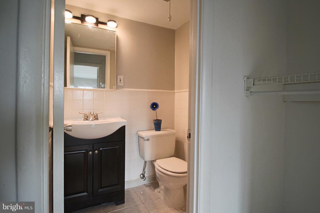 Half Bath and walk-in closet in Master Bedroom. - 5091 7TH RD S #102, ARLINGTON