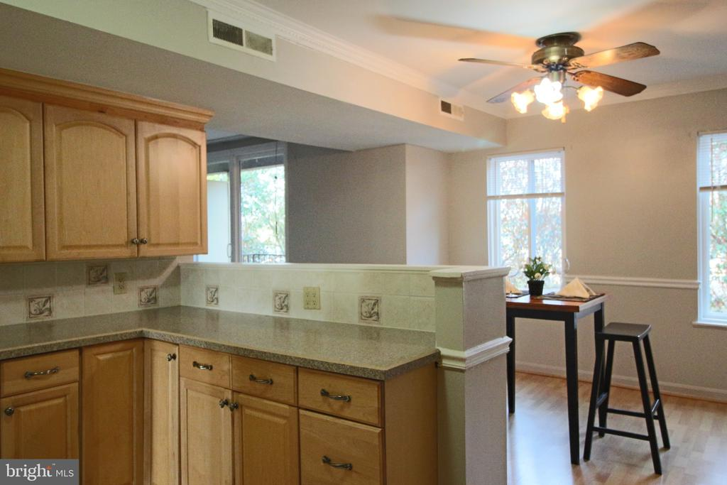 Light filled and easy flow kitchen, dining, living - 5091 7TH RD S #102, ARLINGTON
