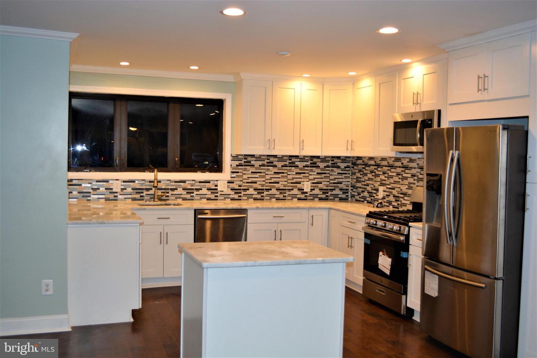 Maison unifamiliale pour l Vente à 108 LA PIERRE Avenue Lawnside, New Jersey 08045 États-Unis