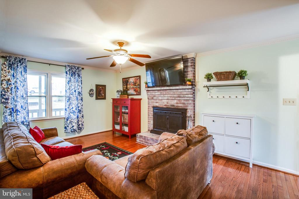 Family room with brick fireplace - 18 AUTUMN DR, STAFFORD