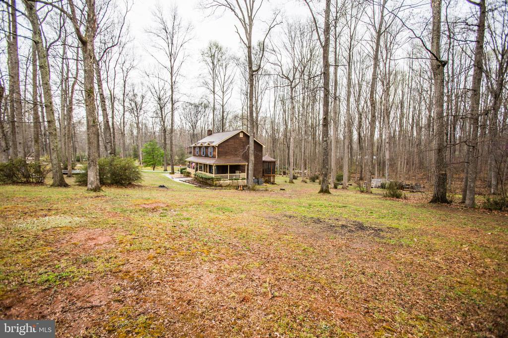3 beautiful acres for the kids to explore - 18 AUTUMN DR, STAFFORD