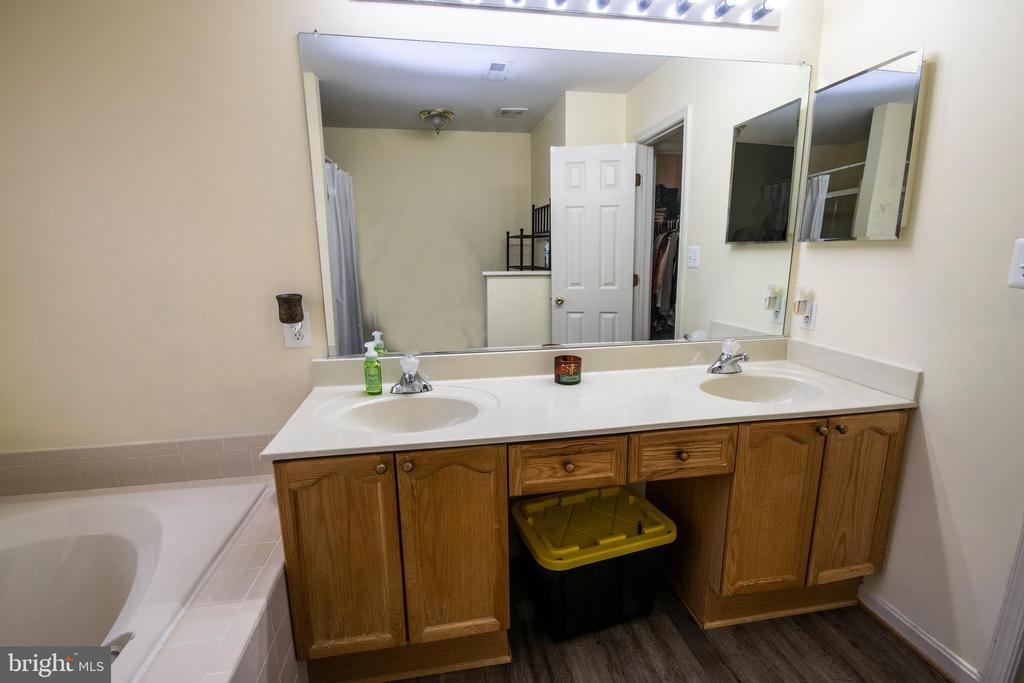 Master Bath - Dual Sinks - 3512 CARLYLE CT, FREDERICKSBURG