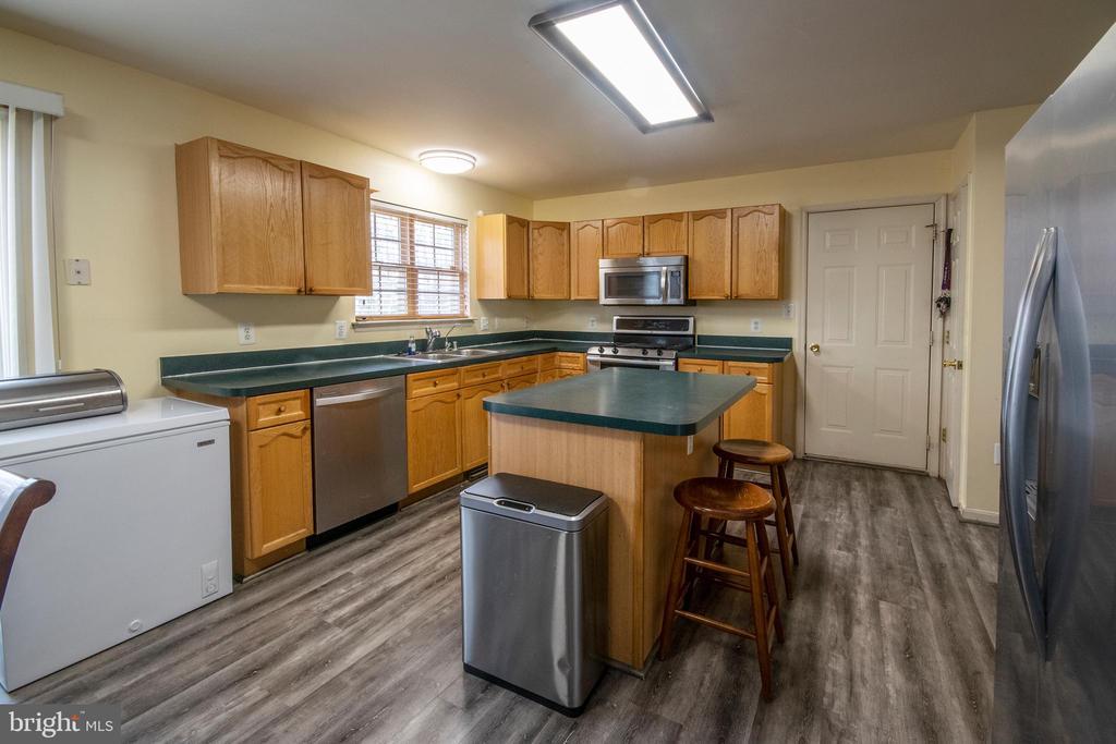 Kitchen Island - 3512 CARLYLE CT, FREDERICKSBURG