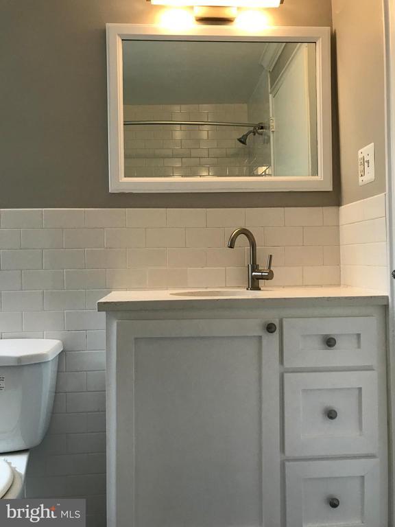 Bathroom - 212 OAKWOOD ST SE #111, WASHINGTON