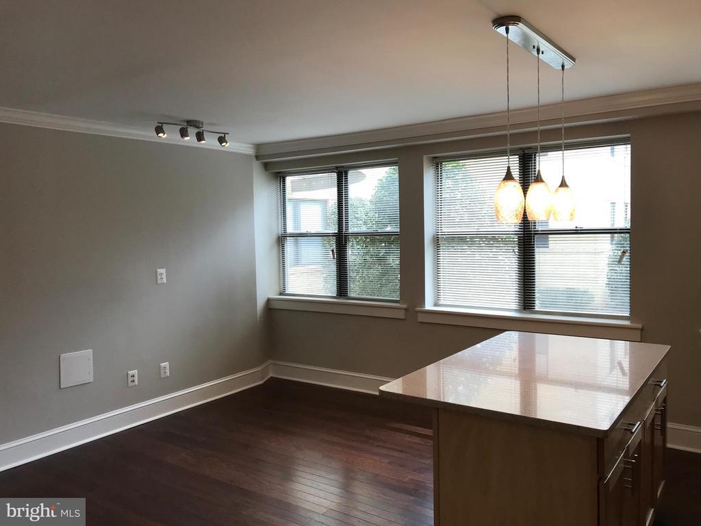 Living Area - 212 OAKWOOD ST SE #111, WASHINGTON