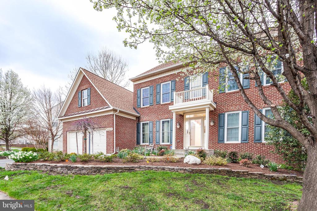 Gorgeous from every angle! 2018 Roof! - 20377 WATER VALLEY CT, STERLING