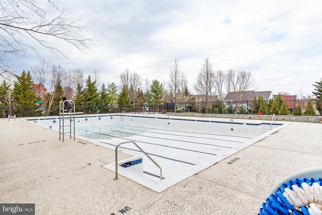 Community pool - 20377 WATER VALLEY CT, STERLING