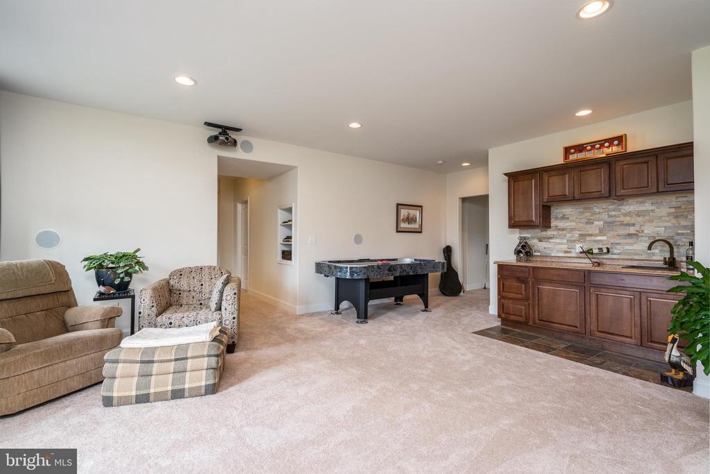 Rec room w wet bar in the basement. - 24096 LANDS END, ORANGE