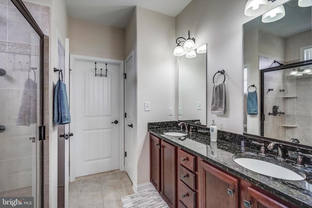 Master bath with walk in closet - 24096 LANDS END, ORANGE
