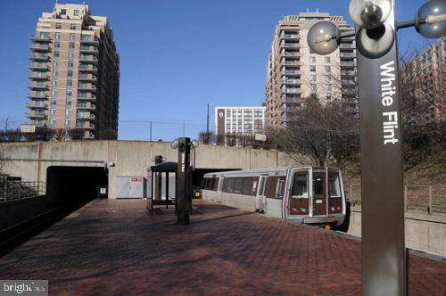 White Flint Metro - 6201 POINDEXTER LN, NORTH BETHESDA