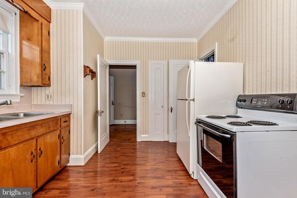 Kitchen access through dining room or hallway. - 202 ROCKWELL TER, FREDERICK