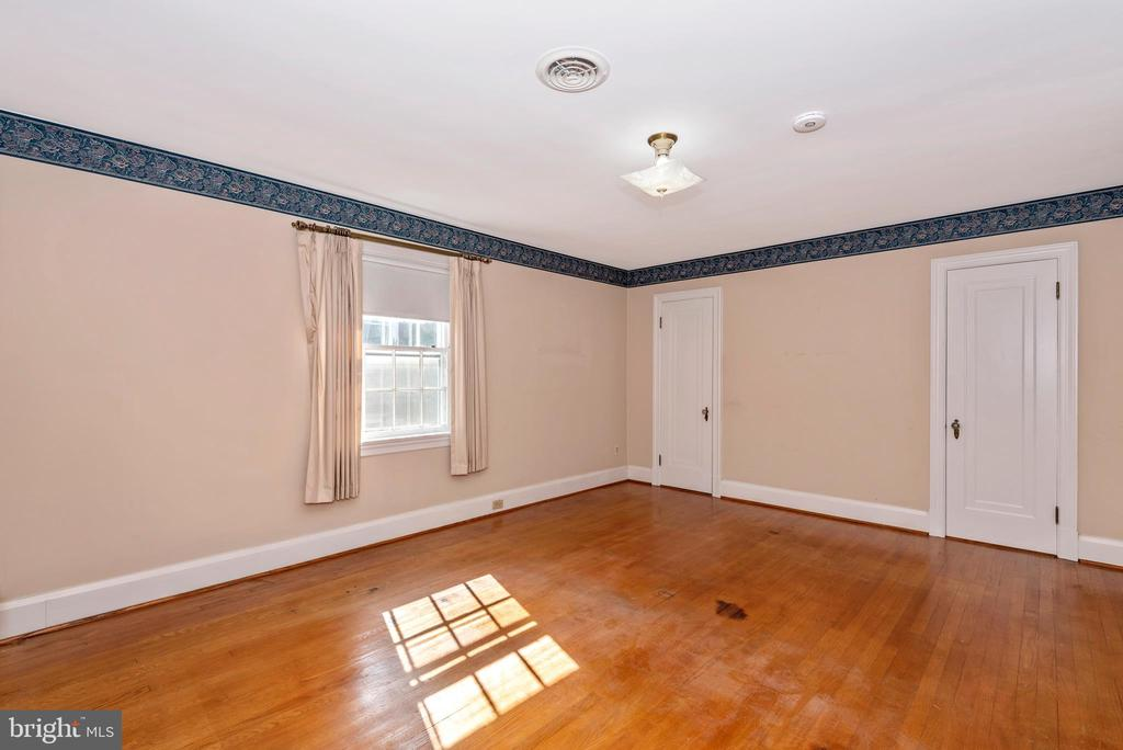 Sunny master bedroom. - 202 ROCKWELL TER, FREDERICK