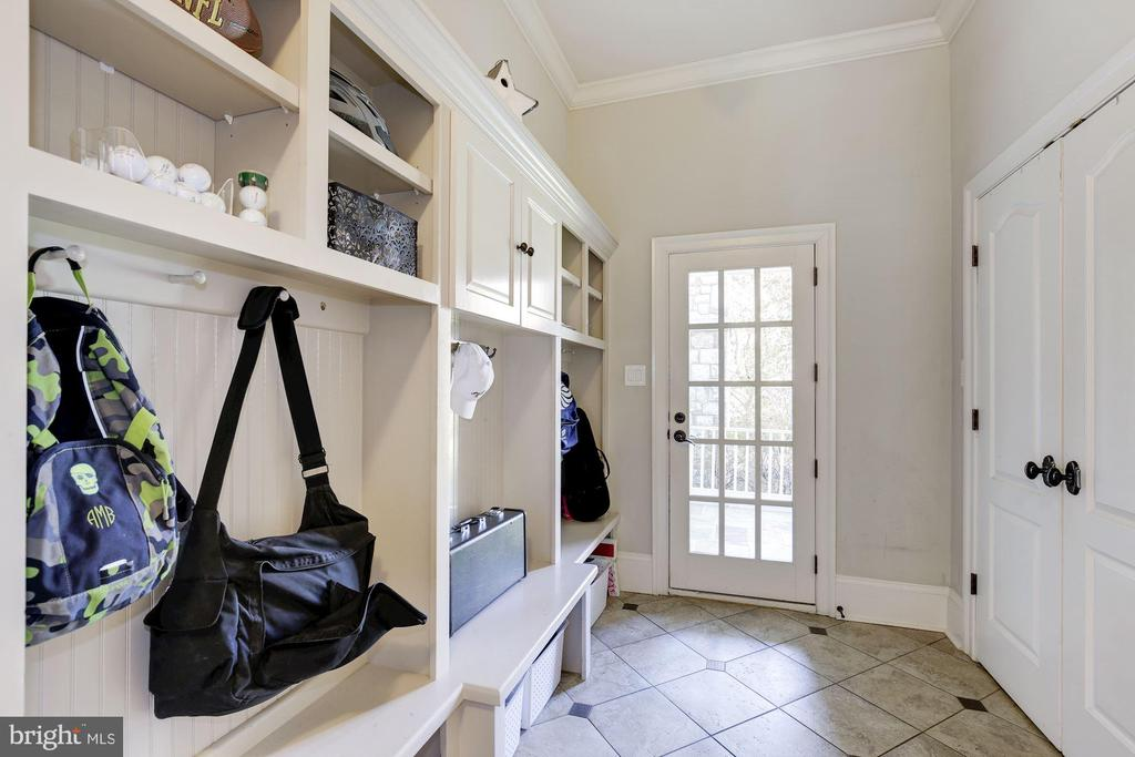 Mudroom - 9720 ARNON CHAPEL RD, GREAT FALLS