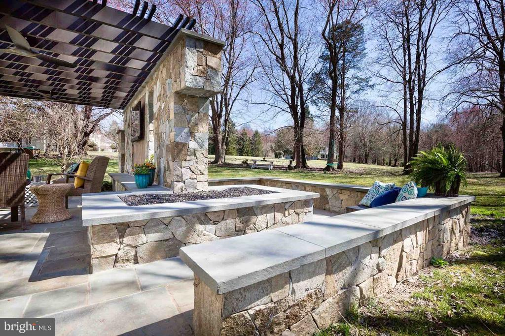 Gas Fire Pit w/Seating - 9720 ARNON CHAPEL RD, GREAT FALLS