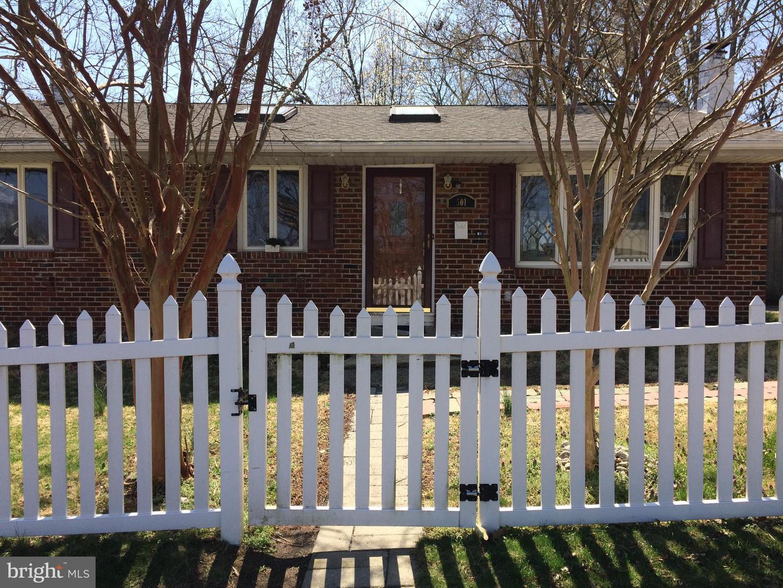Maison unifamiliale pour l Vente à 501 STRATFORD Avenue Runnemede, New Jersey 08078 États-Unis