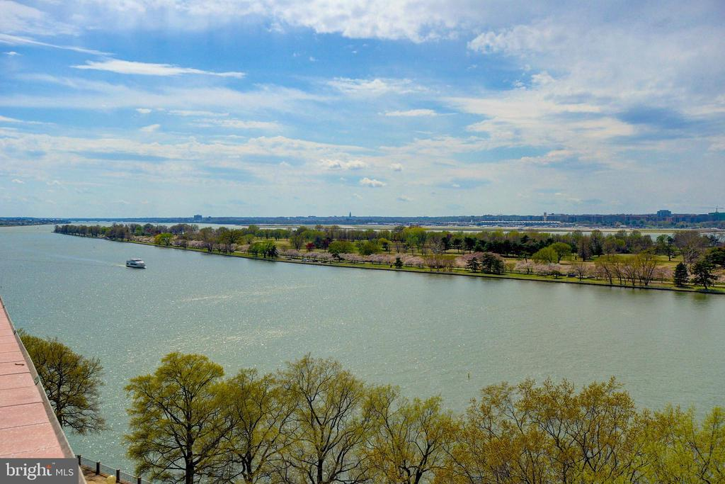 The panoramic views are truly breathtaking! - 520 N ST SW #S621, WASHINGTON