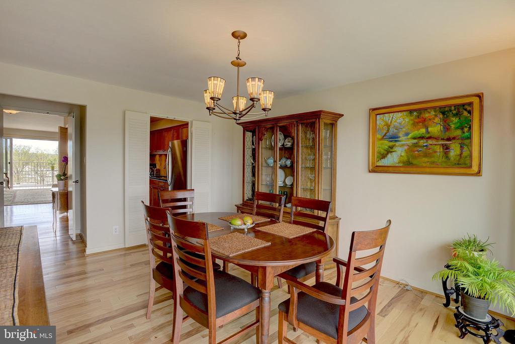 Access from kitchen makes entertaining a breeze - 520 N ST SW #S621, WASHINGTON