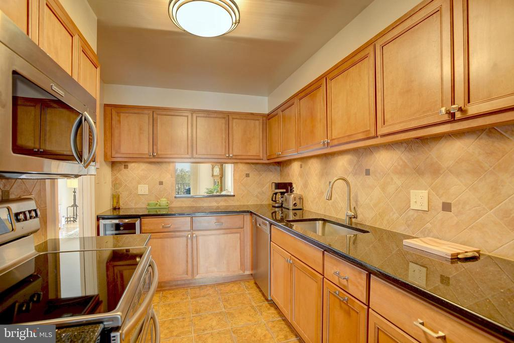Renovated kitchen is meticulous and well-equipped - 520 N ST SW #S621, WASHINGTON