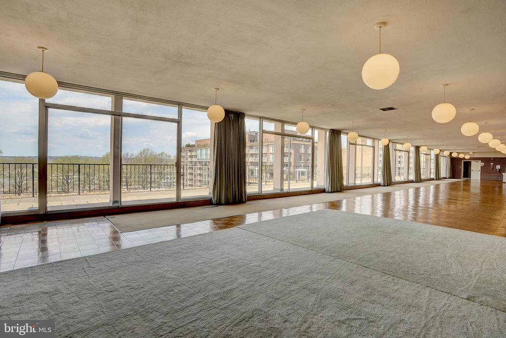 Every amenity offers a stunning outdoor view - 520 N ST SW #S621, WASHINGTON