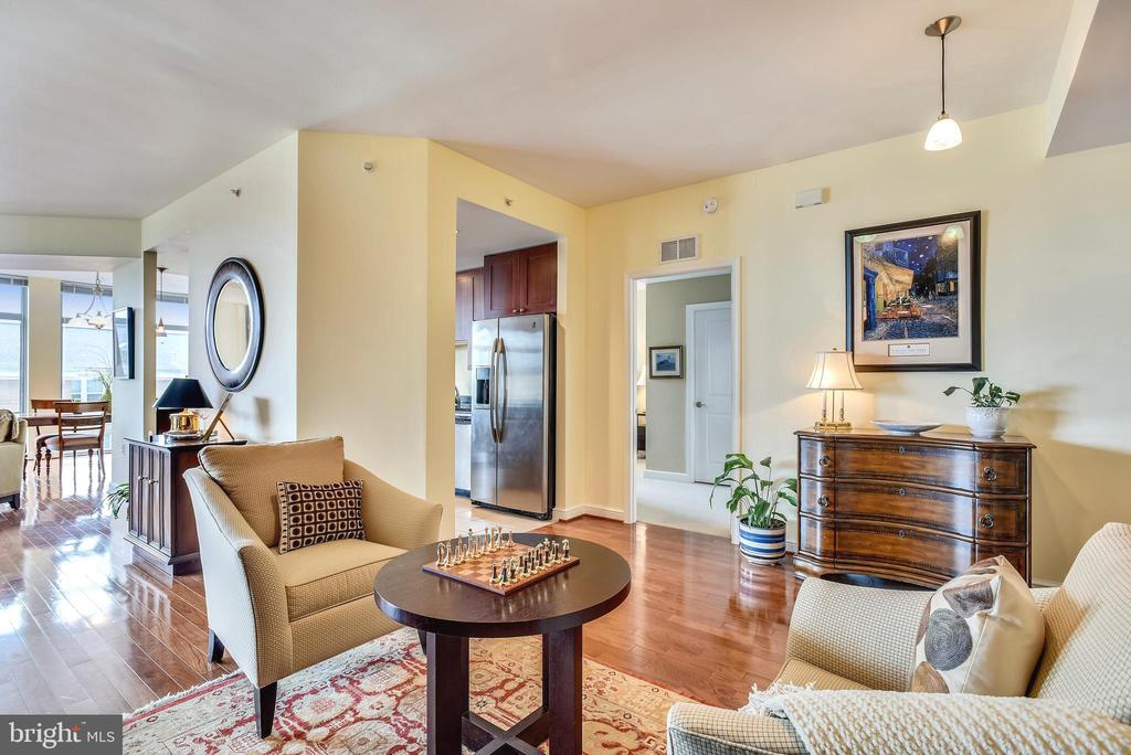 The open floorplan is perfect for entertaining - 11990 MARKET ST #413, RESTON
