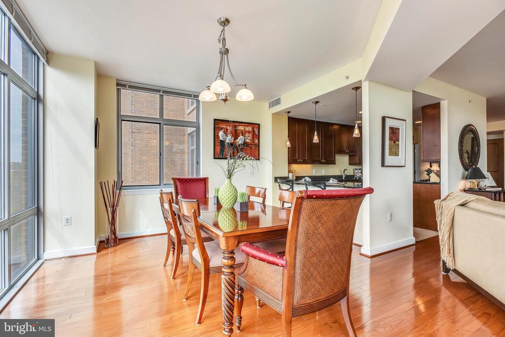 Dining opens to kitchen with pass through - 11990 MARKET ST #413, RESTON