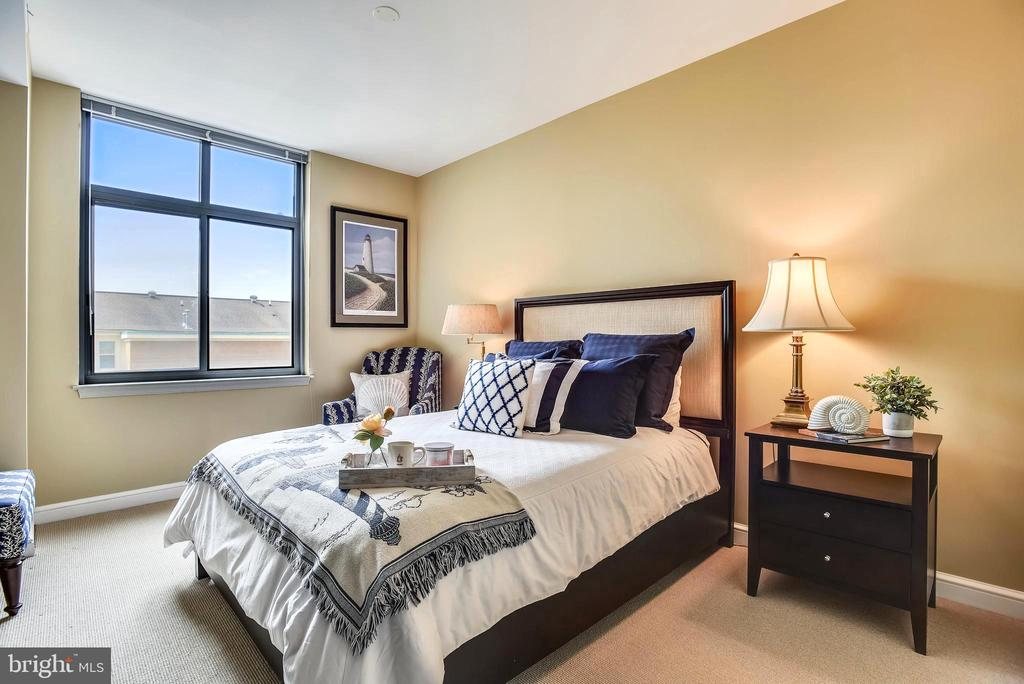 Master suite offers gorgeous sunset views - 11990 MARKET ST #413, RESTON