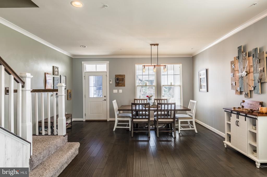 Custom stained hardwood floors - 17040 TAKEAWAY LN, DUMFRIES