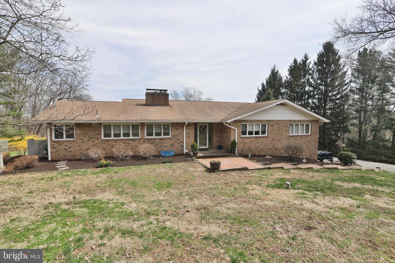 Частный односемейный дом для того Продажа на 31 DOGWOOD Drive Flemington, Нью-Джерси 08822 Соединенные ШтатыВ/Около: Delaware Township