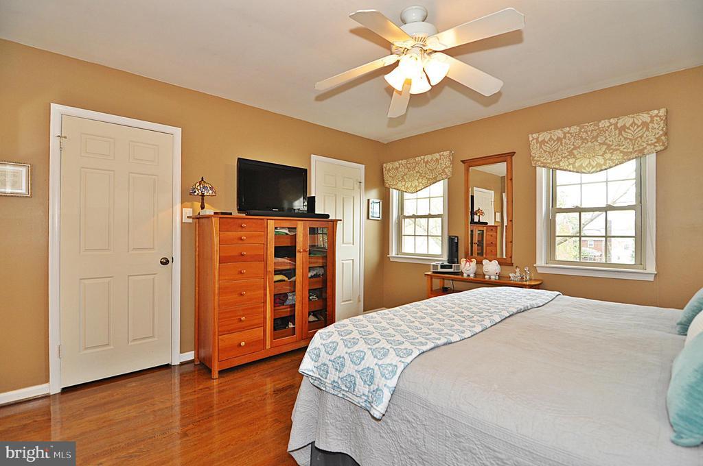 Master Suite - 2415 9TH ST S, ARLINGTON