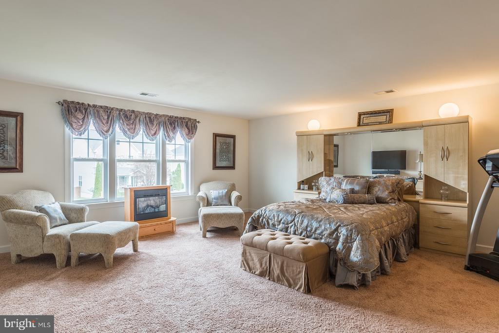 Magnificently large master bedroom suite! - 4157 AGENCY LOOP, TRIANGLE