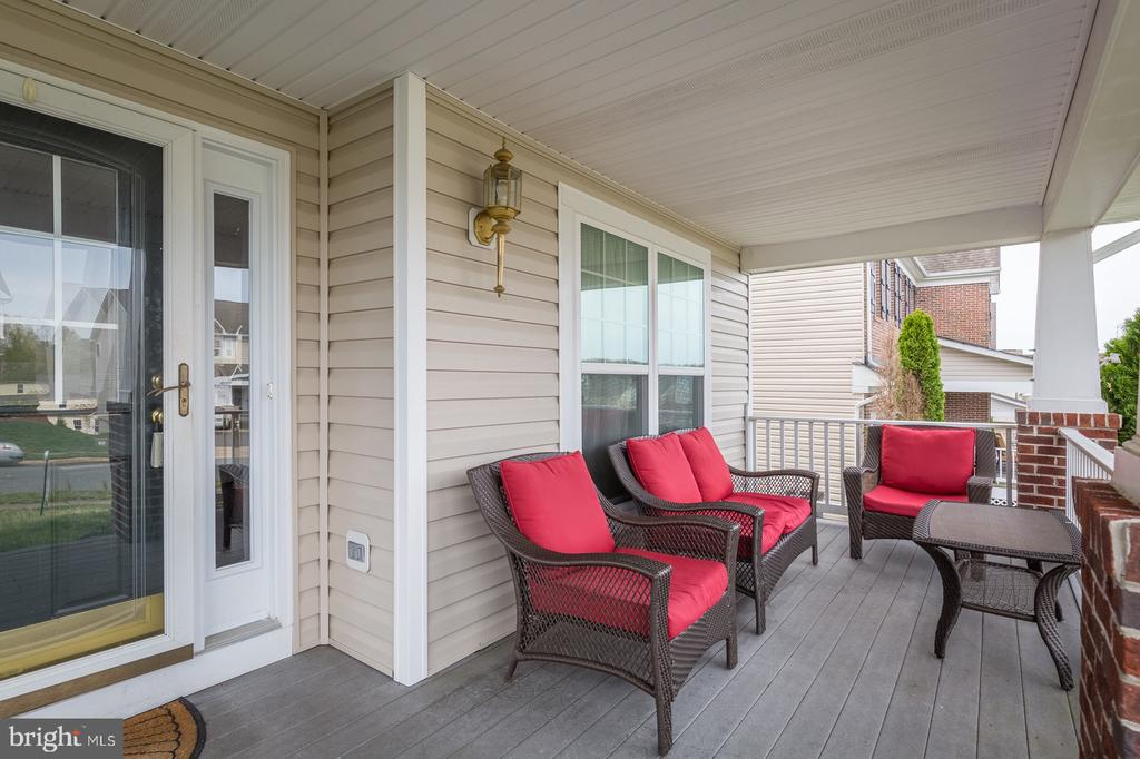 Large and Fully covered from porch - 4157 AGENCY LOOP, TRIANGLE