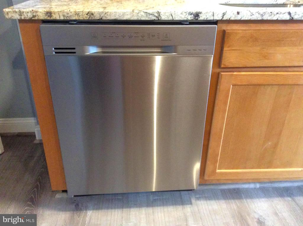 Energy Efficient Stainless Steel Dishwasher - 632 FRANKLIN ST NE, WASHINGTON