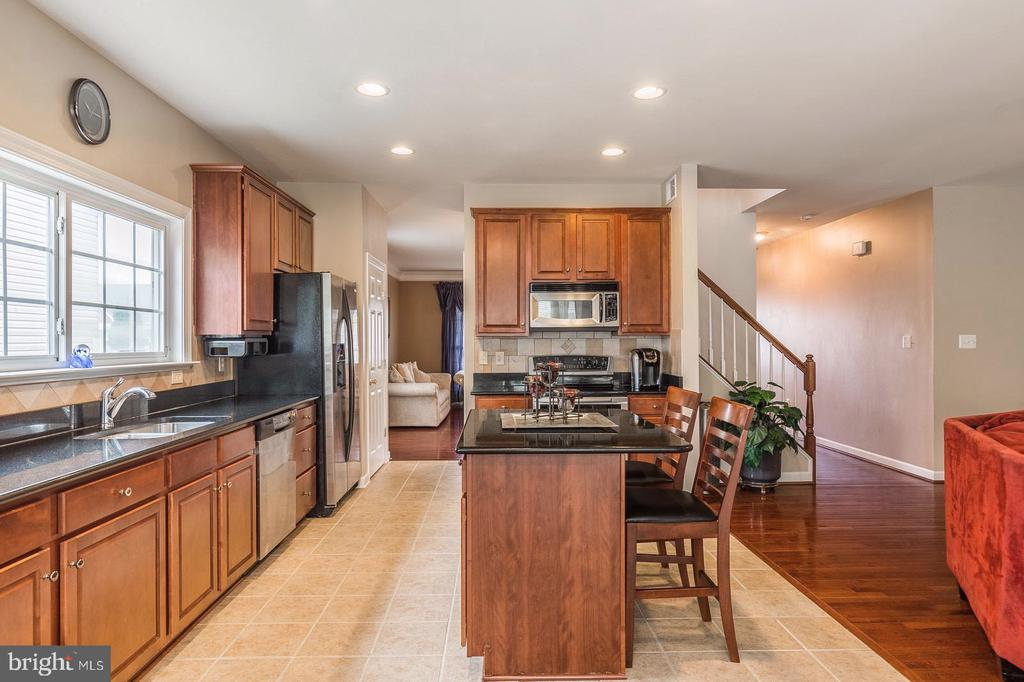 Lots of counter space and natural light - 4157 AGENCY LOOP, TRIANGLE