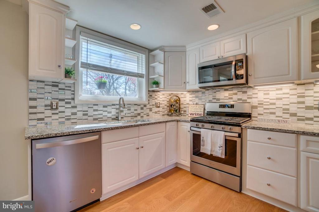 Renovated Kitchen - 922 CROTON DR, ALEXANDRIA
