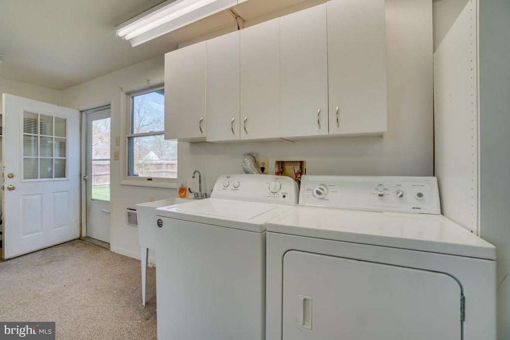 Huge Laundry Room/Mud Room - 922 CROTON DR, ALEXANDRIA