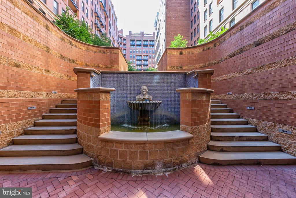 Steps Leading to Large Internal Courtyard. - 616 E ST NW #656, WASHINGTON