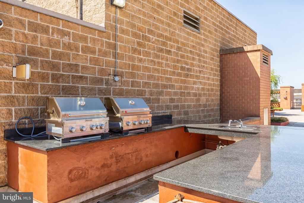 Grills and Bar Area, Perfect for Entertaining. - 616 E ST NW #656, WASHINGTON
