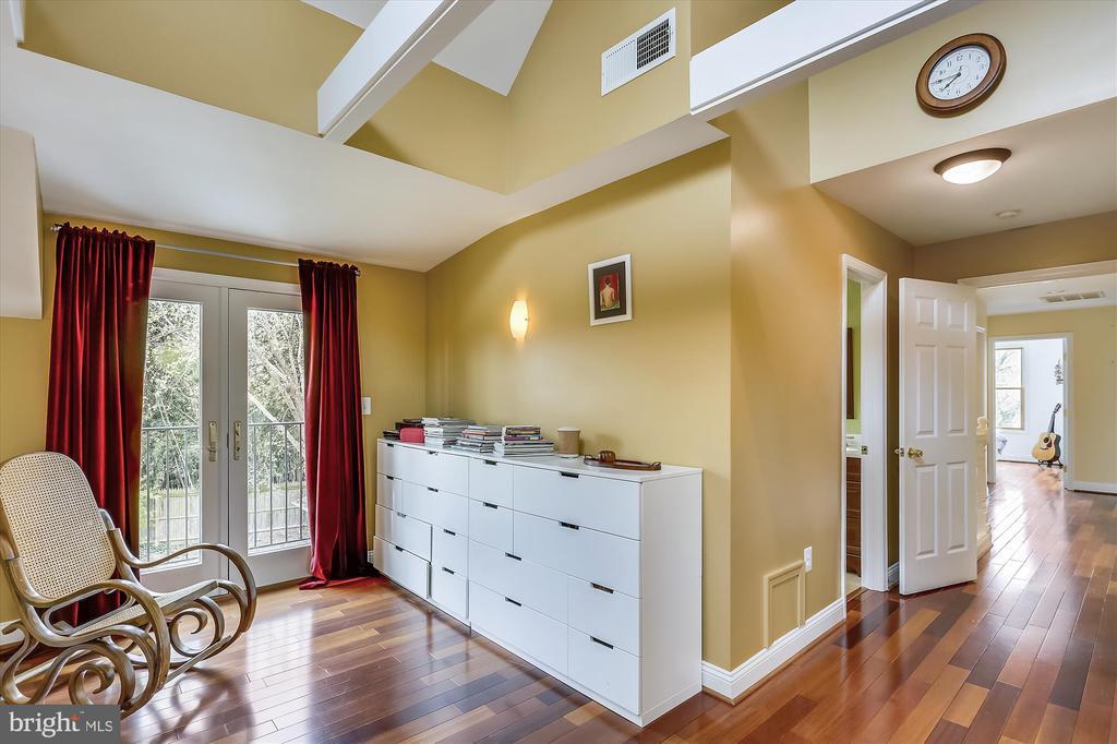 Master Bedroom sitting area - 4914 BANGOR DR, KENSINGTON