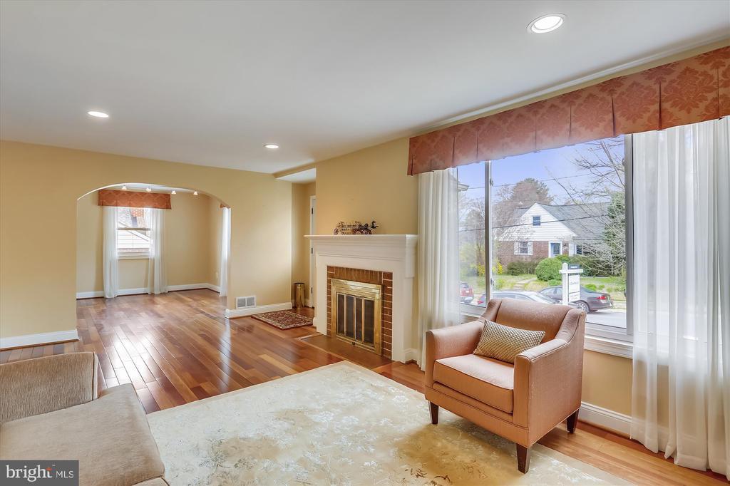 Living Room - 4914 BANGOR DR, KENSINGTON