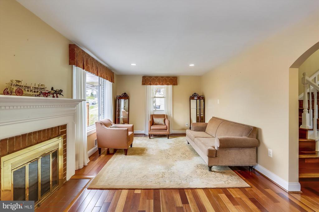 Living Room with fireplace - 4914 BANGOR DR, KENSINGTON