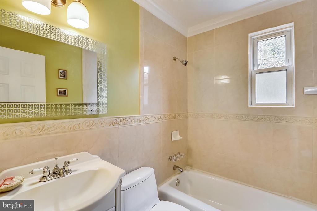 Main Level Bath - 4914 BANGOR DR, KENSINGTON