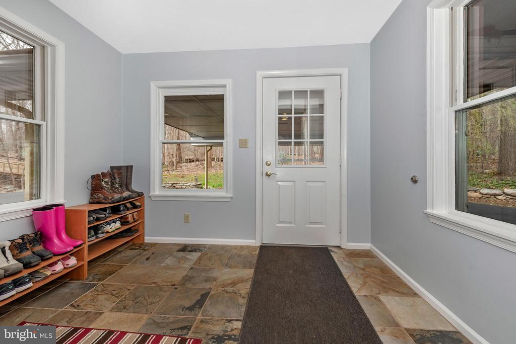 Mud room area off the kitchen. - 13712 PRYOR RD, THURMONT