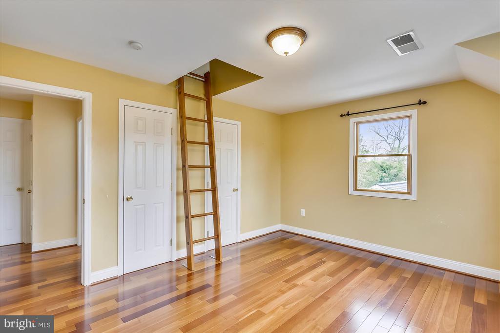 Upper Bedroom #3 with loft - 4914 BANGOR DR, KENSINGTON